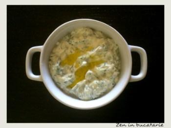 Sos tzatziki – sos grecesc cu iaurt si castravete
