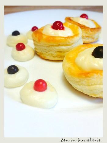 Cosulete cu crema de vanilie si fructe de padure