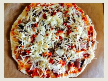 pizza cu ciuperci si sunca