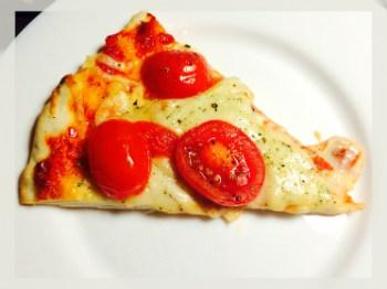 pizza cu mozzarella si rosii
