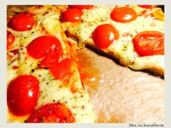 Pizza cu mozzarella si rosii – pizza de casa