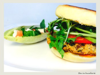 Burger vegetarian cu ciuperci, quinoa si naut